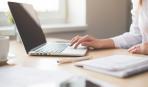 Доказано учеными: Интернет добавляет женщинам лишние кило