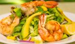 Изысканный салат из креветок со щавелевым соусом