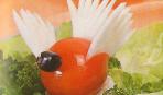 Птичка из помидора