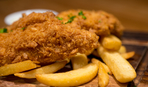 Классика луизианской кухни: рыба с картофелем фри