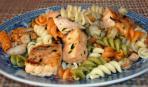 Макароны с лососем и креветками