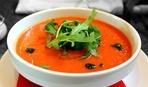Разгрузка после праздников: лёгкий вегетарианский суп помидорами и морковью