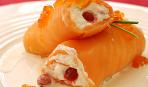 Рулетики из копчёного лосося со сливочным сыром и водкой