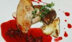 Грудка фазана с жареными грибами и малиновым соусом