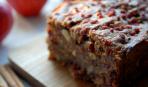Что приготовить на десерт: шоколадный пирог с вишнями и фисташками