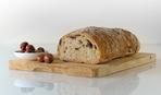 Хлеб с оливками и ветчиной