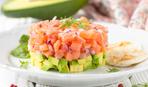 На 8 марта салат из лосося и авокадо