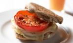 Вкусный сэндвич на завтрак