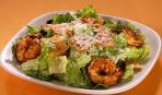 Салат «Цезарь» с пряными креветками