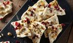 Домашние конфетки из белого шоколада с орехами и сухофруктами