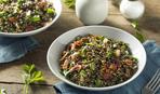 Салат из чечевицы с беконом и салатом фризе