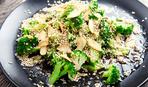 Салат из брокколи и вешенок