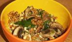Салат из пророщенных бобов с орехами и грибами