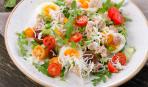Салат с куриной печенью и коньячным соусом