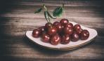 Как отделить косточку от вишни (видео)