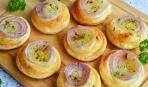 Быстрая выпечка: аппетитные луковые булочки