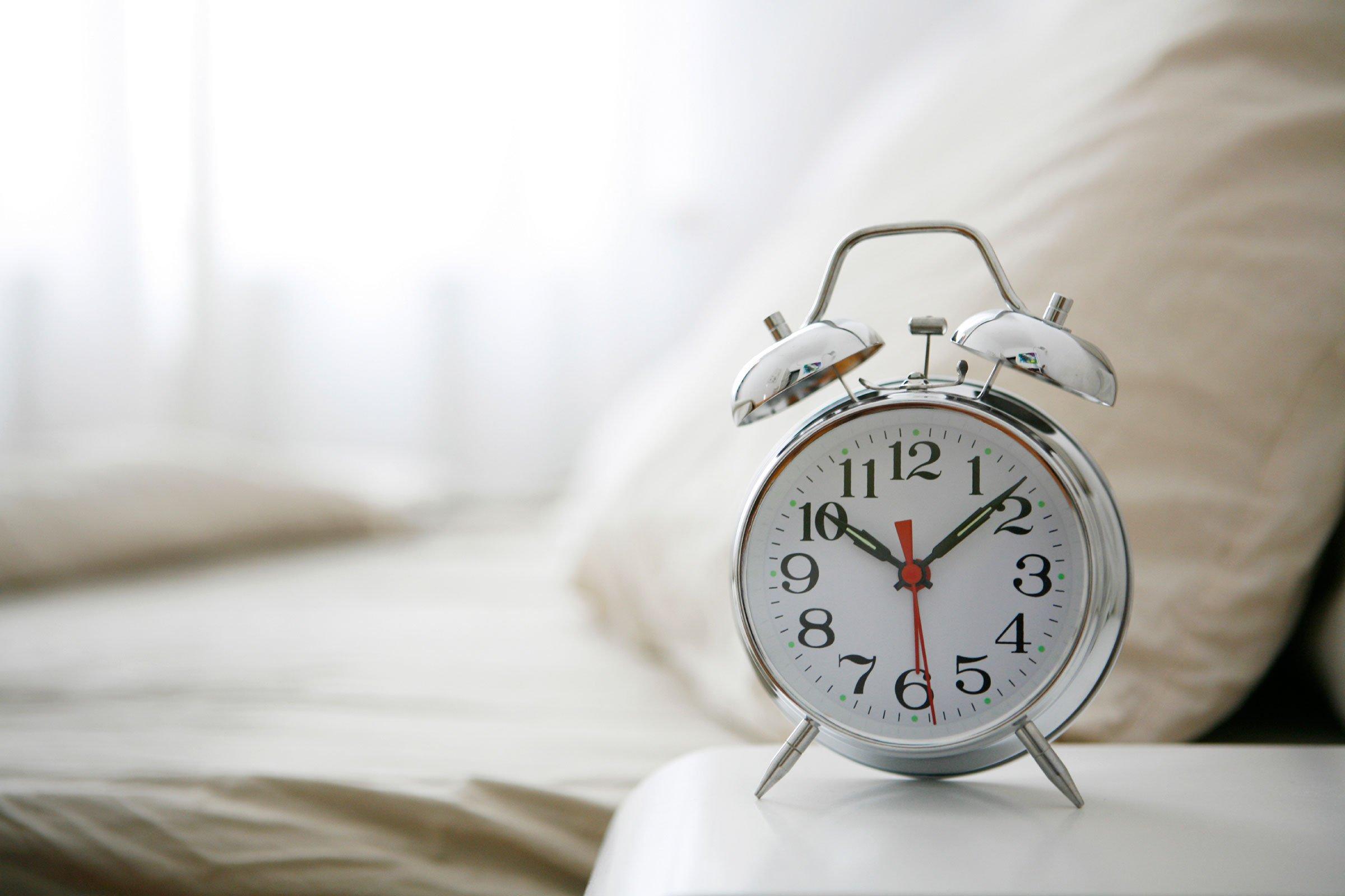 Картинка кровать будильник