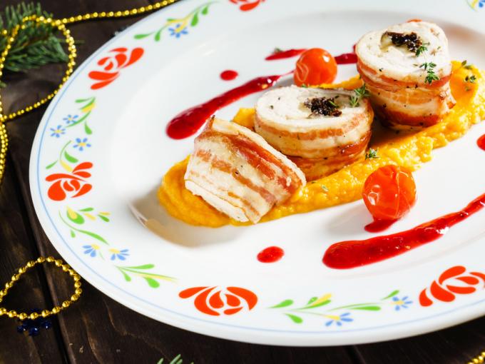 Топ-3 закусок: куриные рулетики, лодочки с тунцом и конвертики из баклажанов