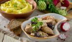 Готовим в мультиварке: индейка с черносливом в сливочном соусе