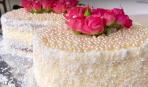 На 8 марта: торт с живыми цветами
