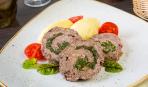 Пасхальное меню: сочный мясной рулет со шпинатом и грибами