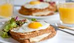 """Ідея для сніданку: гарячий бутерброд з яйцем """"Крок-мадам"""""""