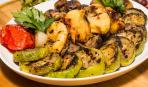 Смачна пікнік-ідея: овочевий салат на грилі з м'ятним соусом