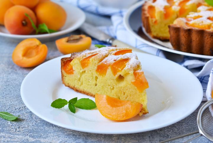 Абрикосовый пирог: пошаговый рецепт - Smak.ua