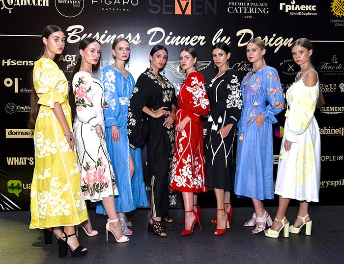 Модели в дизайнерских вышиванках от бренда Foberini