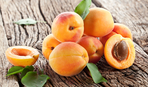 З чим не можна поєднувати абрикоси та кому вони корисні в першу чергу