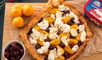 На скорую руку: абрикосово-вишневая слойка с творожным сыром